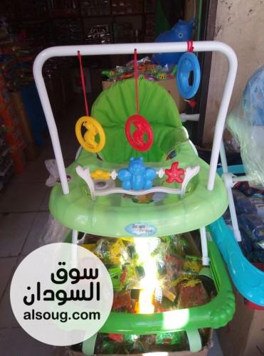 العاب اطفال الطفل السعيد والمرح  - صورة رقم