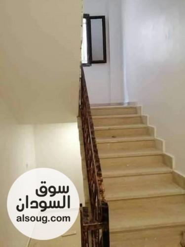 بيت مؤسس ارضى وشقتين جديد تشطيب عالي المستوى - صورة رقم