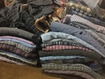 قمصان بتشكيلات وألوان مختلفة.