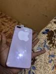 iPhone 8 Plus 64 giga. فيهو كسره في الباك الخلفي