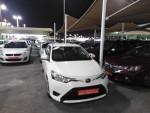 للبيع تويوتا ياريس قير أتوماتيك وارد الإمارات ٢٠١٥