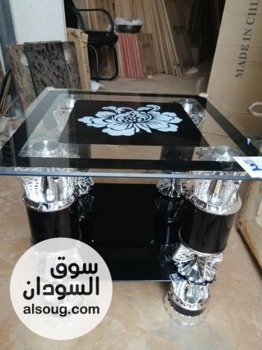 ترابيز زجاج حاجه في منتهي الشياكه. - صورة رقم
