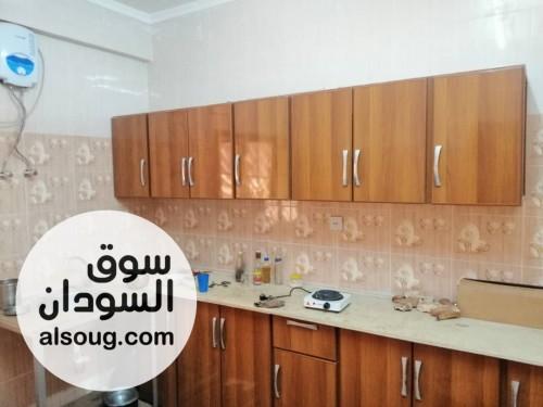 للايجار شقة في حي النزهه تشطيب سوبرديلوكس ثلاثة غرف و هول كبير ومطبخ - صورة رقم