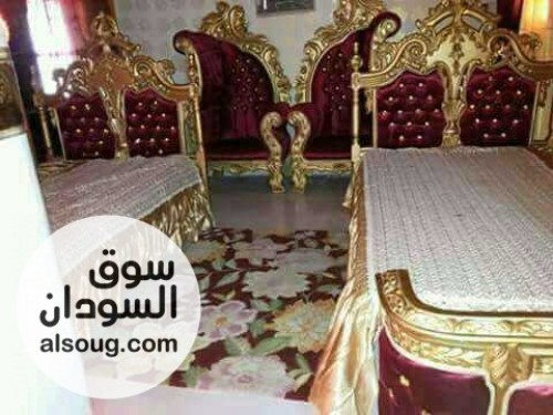 غرف استقبال جميله وذوق عالي مكونه من جوز سراير وجوز كراسي وطقم طرابيز - صورة رقم